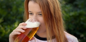 Можно ли пить алкоголь во время месячных?